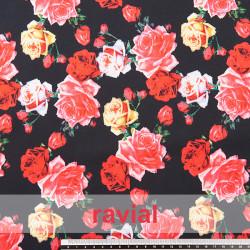Tejido suave y ligeramente elástico, con flores estampadas.